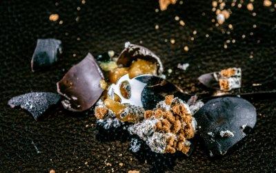 Bombón de stracciatella de aceituna Hojiblanca