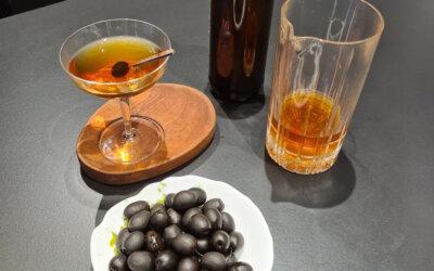 Aceituna Hojiblanca con cocktail de tomate y encurtidos